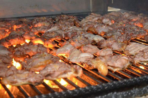 「やきとり」シリーズで、国産鶏肉を100%使用し、炭火で焼き上げている点が特徴です