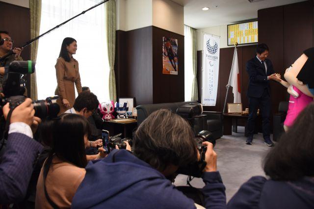 チコちゃんの任命式に集まった報道陣