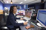 常に接客しているような気持ちで番組を進行する。「番組がスタートすると、セール会場にお客様が入ってくる光景が浮かぶ」=東京都中央区、関口達朗撮影