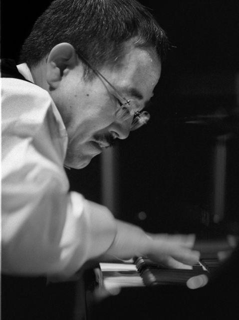 ジャズピアニストの山下洋輔さん=1999年12月