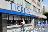 観戦チケットを売る神宮球場のチケットボックス=2019年9月、東京都新宿区、榊原謙撮影