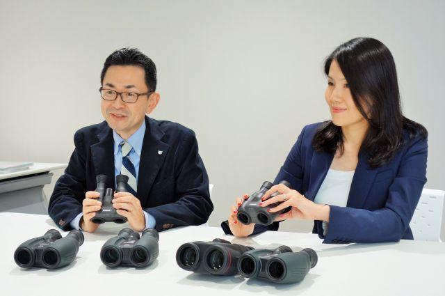 キヤノンの双眼鏡開発を担当する家塚賢吾さん(左)、篠原玲子さん