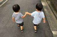 工藤啓さんの双子のきょうだい(2歳ごろ)=提供