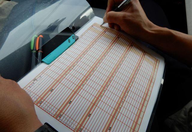 設置箇所と文言をチェックシートに記入する。キリスト看板の貴重なデータベースだ
