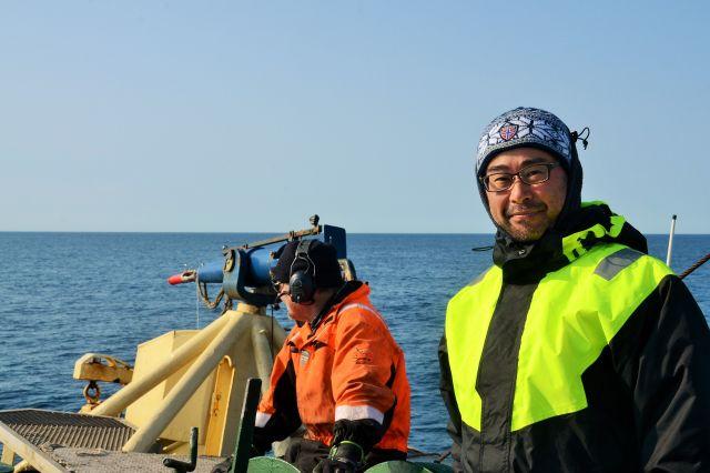 ノルウェー捕鯨会社の日本法人「ミクロブストジャパン」の志水浩彦社長=2019年7月28日、ノルウェー領スバールバル諸島沖