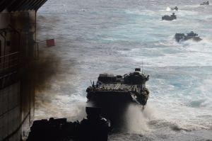 自衛隊が「見せる」ぎりぎりの世界 荒天をつき種子島で離島奪回訓練