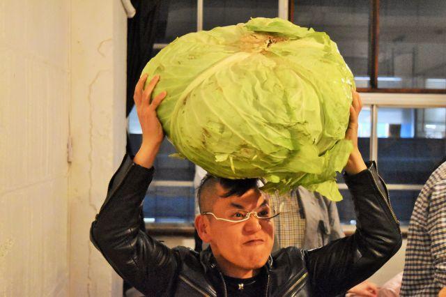 持ち上げるとその重さがわかる札幌大球