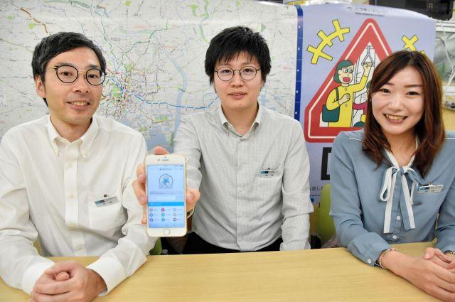駅ごとのエレベーターやベンチの有無をまとめたサイト「ベビーメトロ」を開発した東京メトロの社員。左から天野さん、横溝さん、坂田さん
