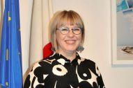 インタビューに応じるアイノ・カイサ・ペコネン社会保健大臣=東京都港区のフィンランド大使館