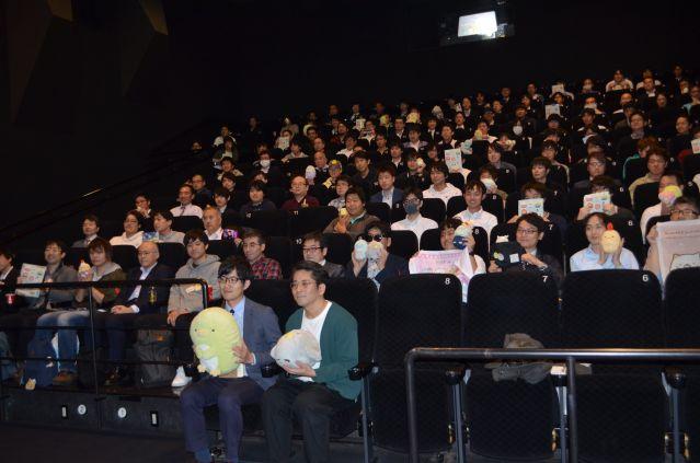 男性向けに開かれた「映画 すみっコぐらし とびだす絵本とひみつのコ」の上映会の様子