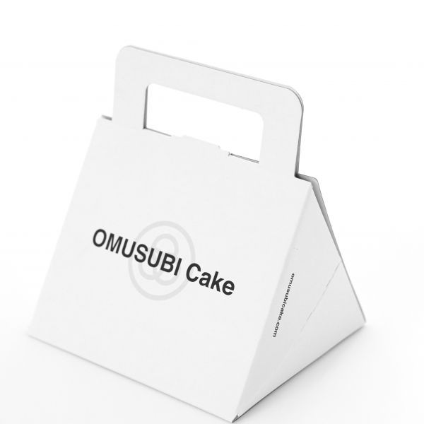 OMUSUBI Cakeが3個入る専用の箱(税込み110円)も用意してあります