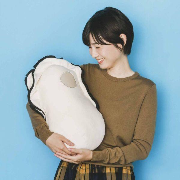 「なぜかかわいい もっちりクッション抱っこ牡蠣」
