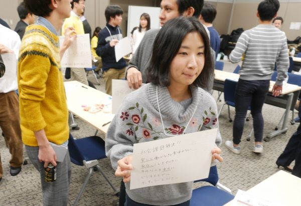 社会課題など自分の話し合いたいテーマを掲げる参加者