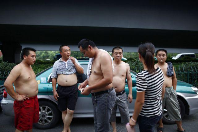 タクシードライバーの「膀爺」たち=2011年8月3日、杭州、浙江省