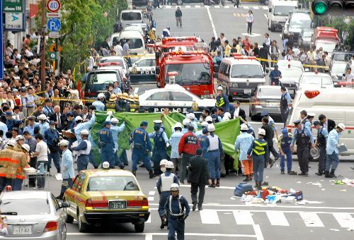 通行人が車にはねられ、刃物で切りつけられた現場=2008年6月8日、東京都千代田区外神田、筋野健太撮影