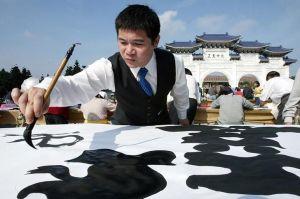 海外にもあった「今年の漢字」 マレーシアは「騙」、中国は……