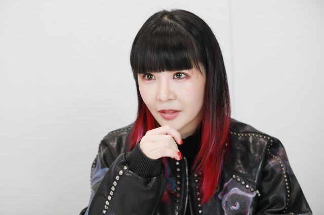 〈おおもり・せいこ〉2014年、シングル曲「きゅるきゅる」でメジャーデビュー。戦慄かなのさんらがメンバーのアイドルユニット「ZOC」には、メンバー・プロデューサーとして「共犯者」の肩書で参加。2018年にはエッセイ集「超歌手」を刊行。