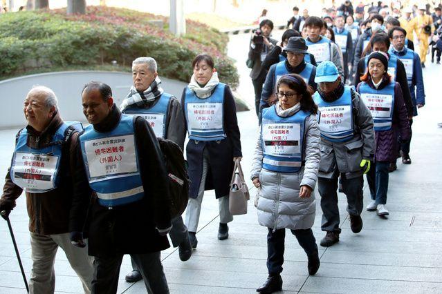 訪日・在留外国人が増えるなか、東京都港区の六本木ヒルズでは、災害時に外国人帰宅困難者らを受け入れる訓練をした=2019年1月、西岡臣撮影