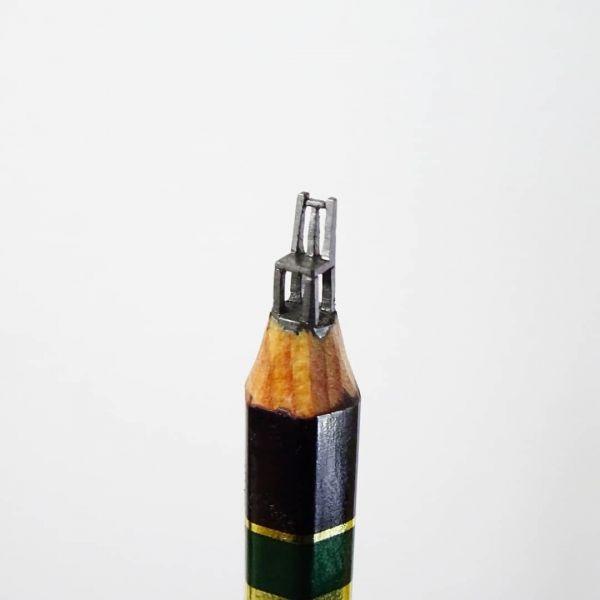 シロイさんの鉛筆彫刻