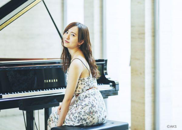 来年1月にソロピアノアルバムを発売するHKT48の森保まどかさん(C)AKS
