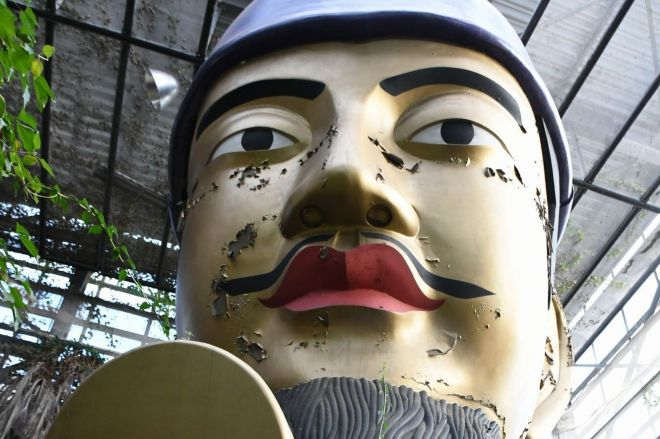 「入館して5分で精神崩壊」と言われている「静岡のやばい博物館」。来館者を出迎える巨大な聖徳太子像