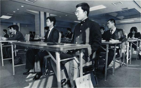 20年前の就職活動の風景、学ラン姿の学生=1980年11月1日