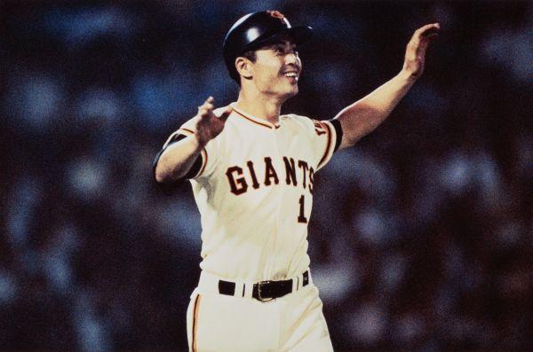 巨人の王貞治選手が、米大リーグのハンク・アーロン選手の持つ記録を抜く756号本塁打を放ち、「世界最高」をマークした。=1977年9月3日、東京都文京区の後楽園球場(1987年閉場)