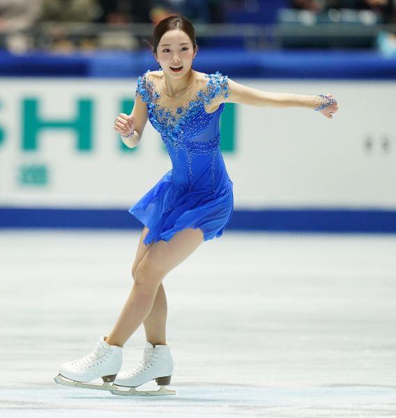 今年の全日本選手権で演技する本田真凜