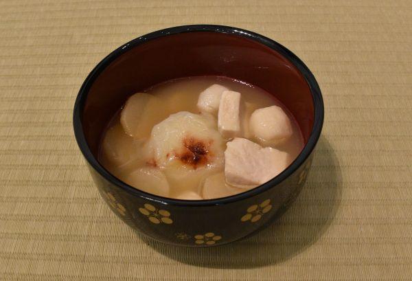 三重県名張市のお雑煮。丸餅でみそ