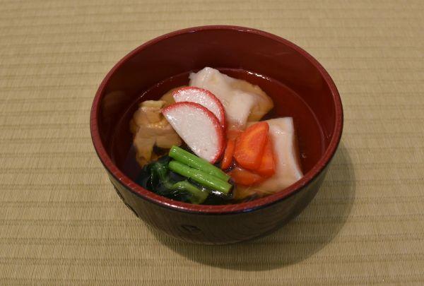 三重県南伊勢町のお雑煮。角餅ですまし