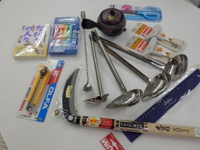 店内で販売している品々。文具のみならず、レードルや草刈り鎌など生活用品全般を取り扱う。