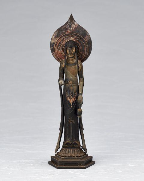 スラリとした像容を表すため、当初はコントラストを弱めて塗装する予定だったが、法隆寺の監修を経て、より実物に近い色での塗装を施すこととなった。(提供=海洋堂)