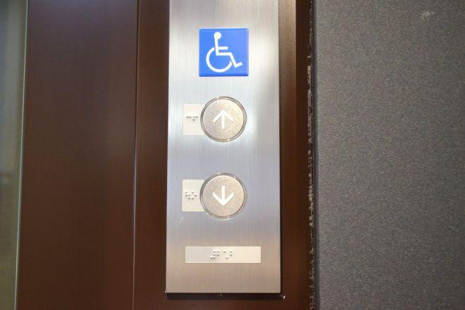 エレベーターで「車いす用」「一般用」を両方押したら起きること
