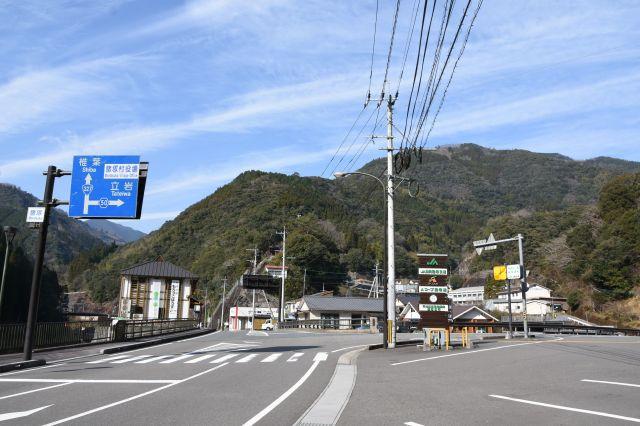 中山間地域に位置する諸塚村=2020年1月