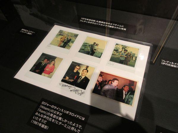 メアリーの来日を撮影したインスタント写真も展示されている=2020年1月15日、日本橋高島屋