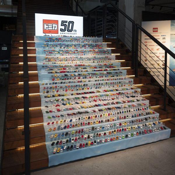 トミカ50周年記念事業の発表イベントで展示された歴代1000種
