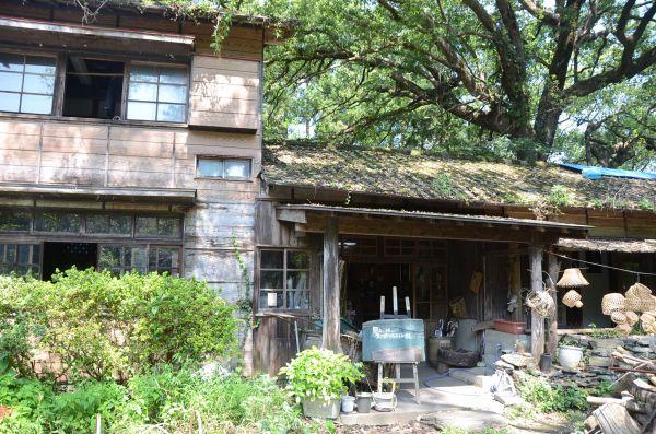 林田さんが暮らした児童養護施設「天心館」は今は高見さんたちの住居兼工房になっている