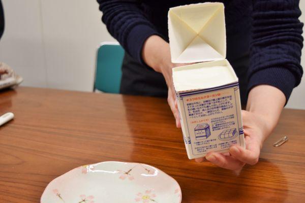 牛乳パックの気になる中身は……「ミルクヨーカン」を開けてみた
