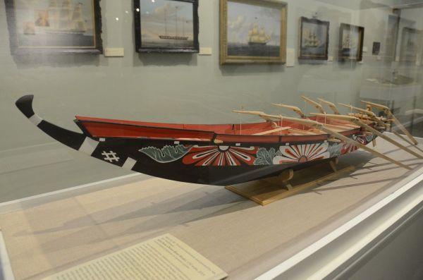 和歌山・太地の伝統捕鯨で使われた勢子船(せこぶね)の模型(ニューベッドフォード捕鯨博物館)