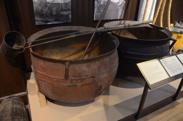 1700年代に米国の捕鯨船でクジラの油を煮出すのに使われた窯(ニューベッドフォード捕鯨博物館)