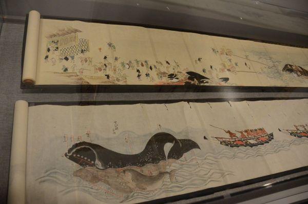 伝統的な捕鯨を描いた日本の絵巻物(ニューベッドフォード捕鯨博物館)
