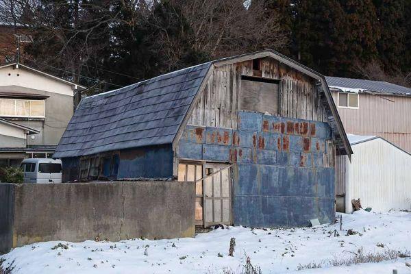 秋田県八峰町で撮影された小屋