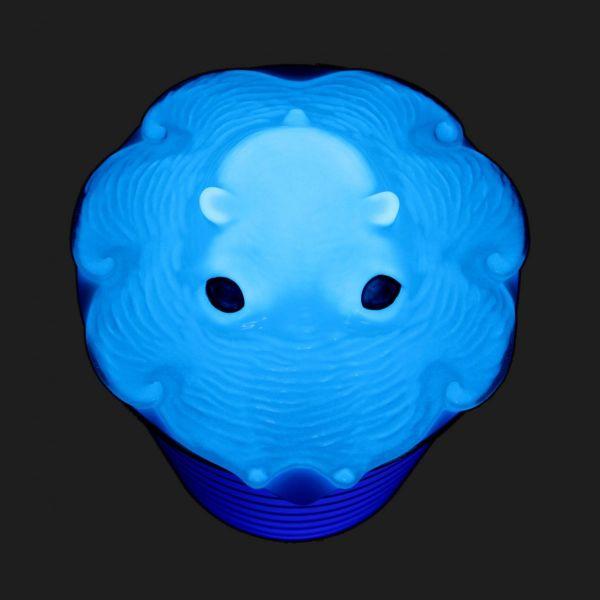 青く光る蓄光タイプも