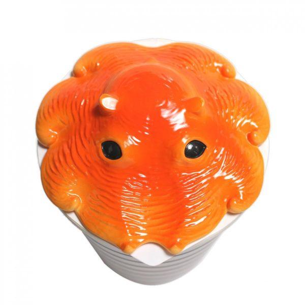 深海生物「メンダコ」をモチーフにしたカップ麺のフタ「カップメンダコ」