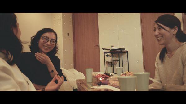 映画『LOOKING FOR THAT-アレを探して-』の一場面。生理について会話する女性たち(朴さん提供)
