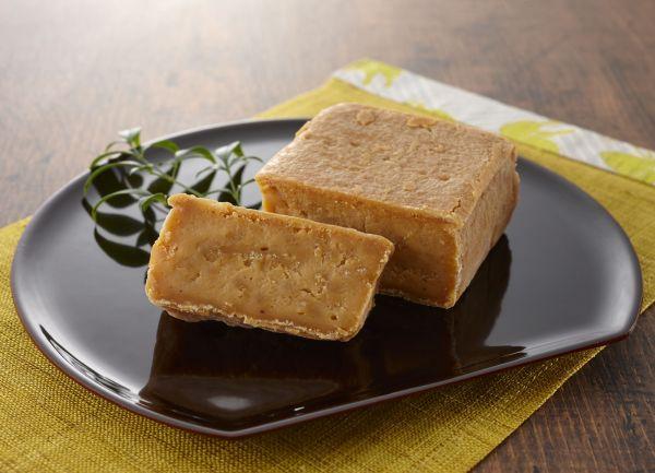 古代日本で食べられた「蘇」。牛乳を煮詰めて作るとされ、貴族の宴席などで振る舞われた。形状などについては諸説あり、謎も多い
