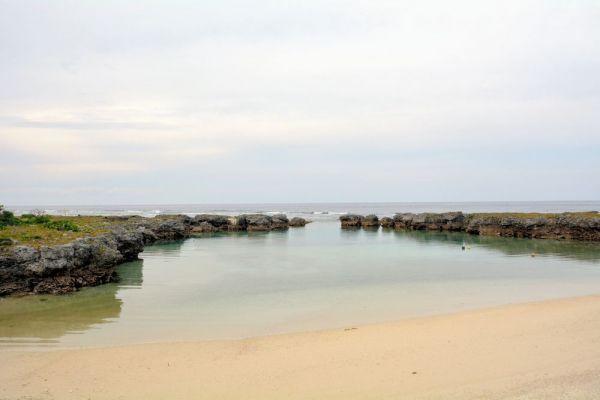 小中学生が水泳の授業をするという海岸=2019年12月、鹿児島県十島村の宝島、島崎周撮影