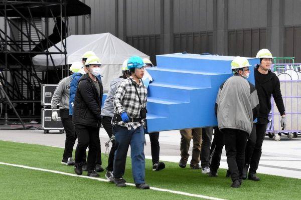 聖火リレースタートの式典が行われるはずだったJヴィレッジでは、ステージの解体が進んでいた=2020年3月26日午前9時15分、福島県楢葉町山田岡、小手川太朗撮影
