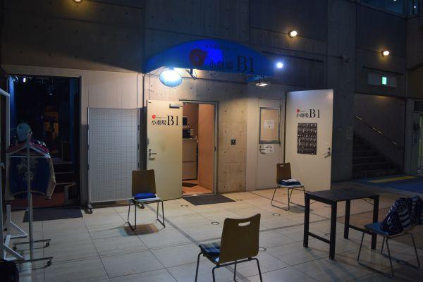 「無観客・有料配信」ライブの会場。室内換気のため、会場のドアはすべて開けられていた