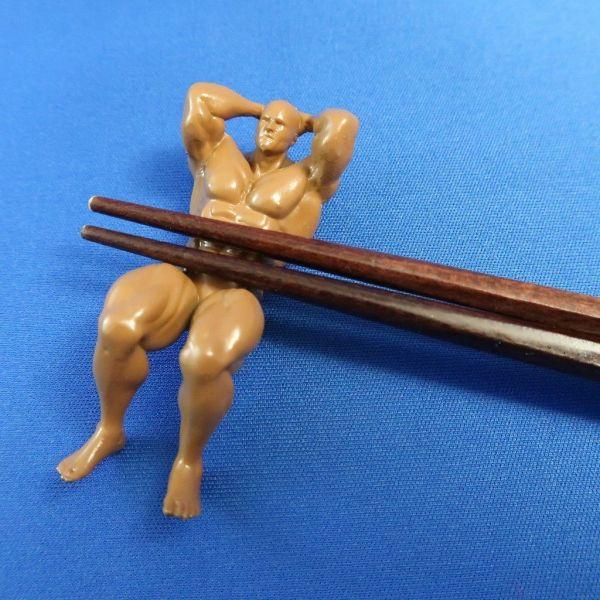 商品化された「マッチョ箸置き」